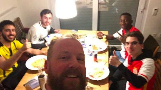 Os adeptos do Dortmund abriam as portas das suas casas e receberam os adeptos do Mónaco