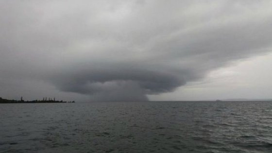 Prevê-se que o ciclone Cook possa trazer chuvas torrenciais, ventos que podem chegar aos 150 quilómetros por hora e ondas a atingir os cinco metros de altura