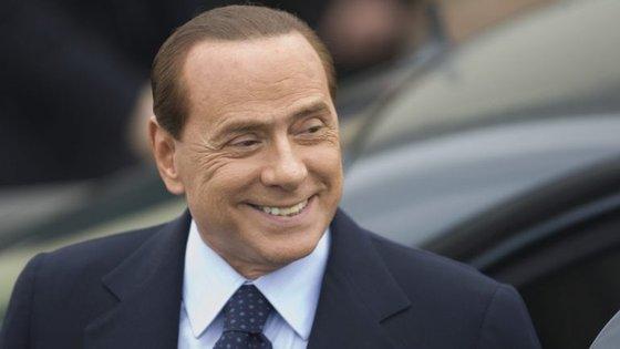 O anúncio oficial foi feito esta quinta-feira, pela Fininvest, a 'holding' de Silvio Berlusconi, e pelos compradores chineses