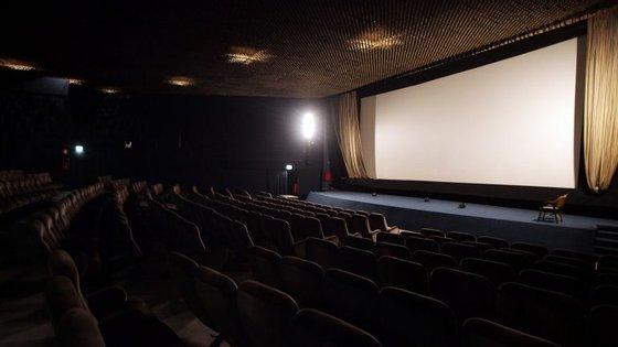 A AP foi interrogada por uma empresa cuja atividade principal é a projeção de filmes e de vídeos