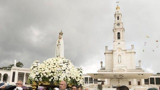 """Francisco será o quarto papa a visitar Fátima, a 12 e 13 de maio, para presidir ao centenário das """"aparições"""""""