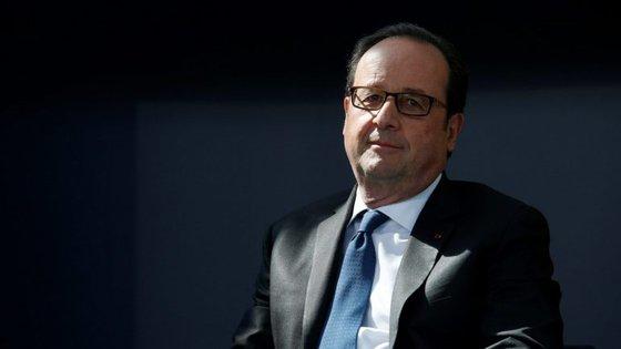 A posição de Hollande foi divulgada após uma conversa telefónica com chanceler alemã, Angela Merkel, e os presidentes russo, Vladimir Putin, e ucraniano, Petro Poroshenko