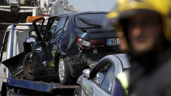 A vítima mortal era a condutora do motociclo, uma mulher de 44 anos.