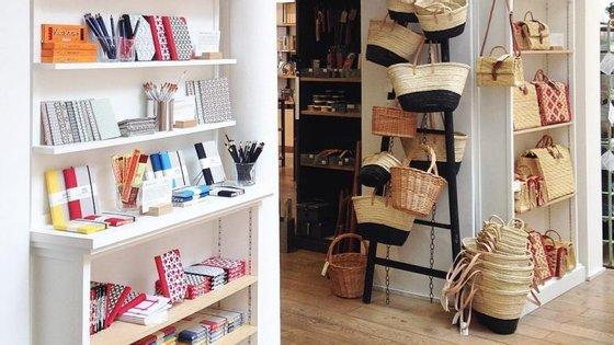 Dos cestos aos cadernos Emílio Braga, até dia 20 de maio os produtos da Vida Portuguesa vão estar à venda na loja parisiense La Trésorerie.