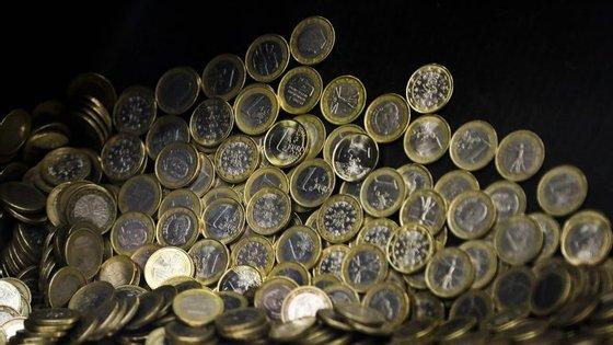 As remessas dos emigrantes subiram 15,6% em fevereiro, para 298,4 milhões de euros
