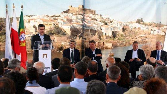 O ministro falava aos jornalistas no monte de Vale Romeiros, no concelho de Mértola