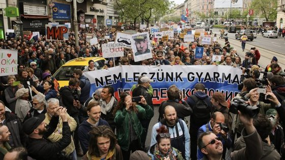 Manifestação juntou entre 2.000 a 3.000 pessoas, de acordo com as estimativas, no centro da capital da Hungria