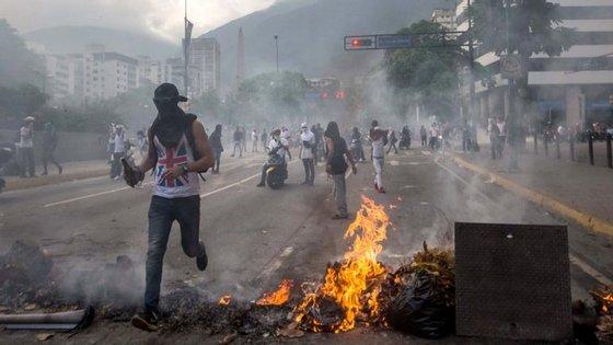 Os protestos das últimas semanas foram inflamados pela tentativa do Supremo Tribunal de se apropriar de poderes da Assembleia Nacional