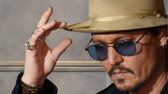 Johnny Depp processou a empresa responsável pela gestão dos seus negócios que acusa o ator de gastos excessivos para sustentar o seu estilo de vida