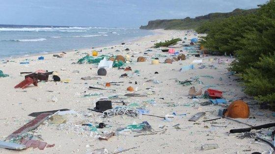 De acordo com o estudo, cerca de 3.750 novos resíduos aparecem todos os dias ao longo das praias