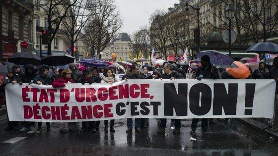 Após os atentados ocorridos em Paris a 13 de novembro de 2015, o estado de emergência em França, decretado um dia depois, foi prolongado cinco vezes