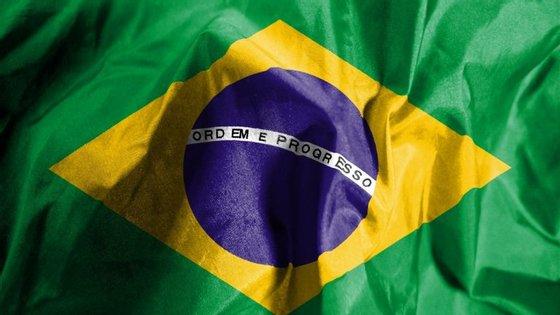 O rendimento médio real habitualmente recebido pelos trabalhadores brasileiros ficou em 2.107 reais (580 euros)