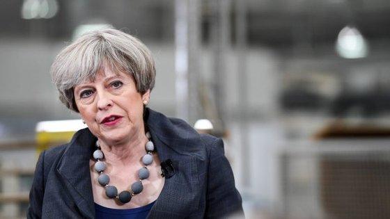 """May """"assinalou que o Reino Unido permanece comprometido com o Acordo de Paris"""""""