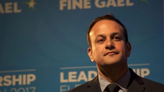 Com 38 anos, Leo Varadkar é o mais jovem primeiro-ministro a liderar a Irlanda