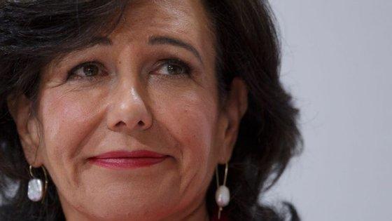 Ana Botín, 56 anos, assumiu a presidência do grupo Santander no dia seguinte à morte do pai, Emílio Botín, em Setembro de 2014