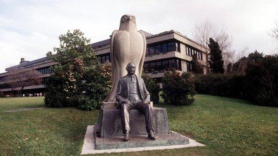 Fundação Calouste Gulbenkian é uma instituição sem fins lucrativos criada com bens do mecenas arménio Calouste Gulbenkian (1869-1955), legados a Portugal sob a forma de fundação, cujas principais atividades são exercidas em quatro áreas estatutárias: arte, beneficência, educação e ciência