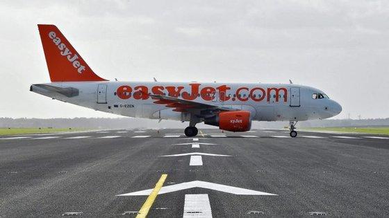 Os cerca de 150 passageiros que seguiam a bordo foram retirados do interior