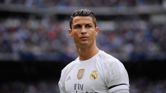 Ronaldo vestido com o equipamento do Real Madrid? Para o clube, às vezes não convém
