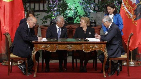 António Costa salientou que Portugal e o Chile enfrentam problemas comuns