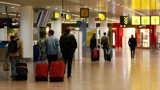 O aeroporto de Bruxelas indica que os sistemas já estão a funcionar com normalidade, mas admite que se deverão continuar a sentir atrasos