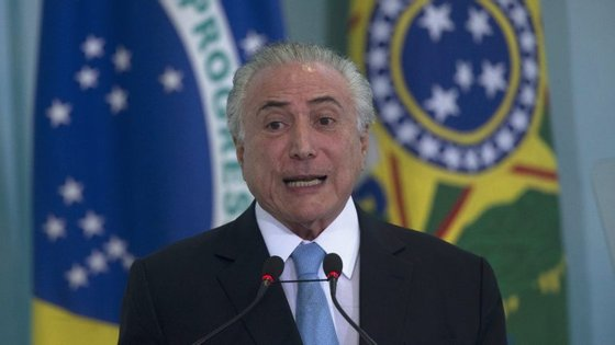 As autoridades policiais concluíram que existem fortes indícios de que o Presidente e o seu ex-assessor Rodrigo Rocha Loures praticaram o crime de corrupção passiva