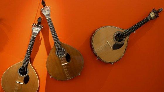 """O festival Montepio Fado Cascais, a realizar num palco instalado na rua no centro da vila, nasceu da vontade de trazer à rua """"as gargantas do povo, o trinado das guitarras"""", indica a organização"""