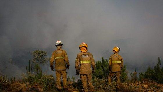 As empresas e os particulares mais afetados pelos incêndios terão mais tempo para pagar impostos
