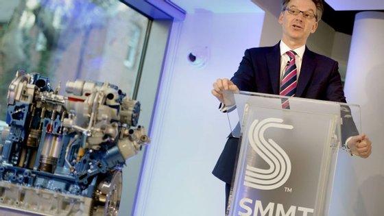 À frente da SMMT, a associação britânica do sector automóvel, Mike Hawes teme pelo futuro