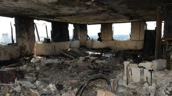 O incêndio que deflagrou na Greenfell Tower, em Londres, matou 79 pessoas