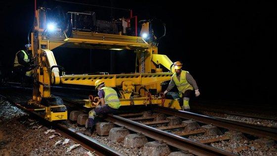 A fatia mais avultada do financiamento destina-se a desenvolver a rede ferroviária europeia, a descarbonização e a atualização dos transportes rodoviários, bem como os sistemas de transportes inteligentes
