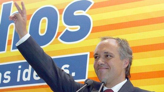João Moura e Sá, ex-deputado do PSD e ex-presidente do Conselho de Administração da Assembleia da República, é suspeito, entre outros crimes, da alegada prática de diversos crimes de corrupção ativa.