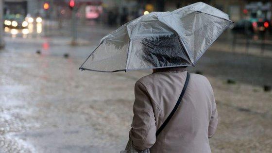 Ângela Lourenço adiantou ainda que as temperaturas deverão subir a partir de sábado, prevendo-se que seja mais significativa no domingo