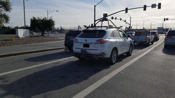 A divisão de gestão de frotas da Hertz aluga à Apple os seis Lexus RX 450h que a empresa neste momento tem em testes de condução autónoma na região de São Francisco