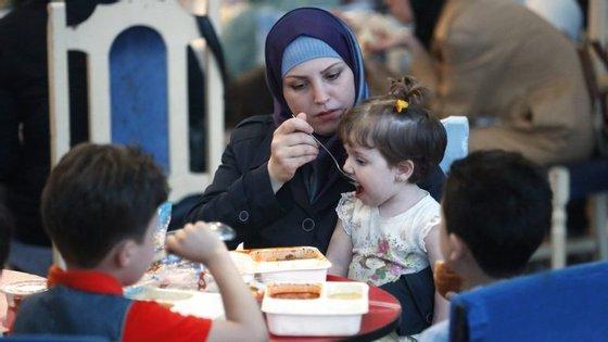 A ONU estima que pelo menos 320.000 pessoas morreram desde o início do conflito armado na Síria, em março de 2011