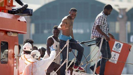 O bom tempo incentiva as partidas em massa de migrantes