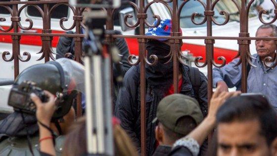 """Para o Governo, estes são ataques de cariz terrorista, """"enquadrados na ofensiva de insurreição conduzida por facções extremistas da direita venezuelana com o apoio de governos e poderes estrangeiros"""""""