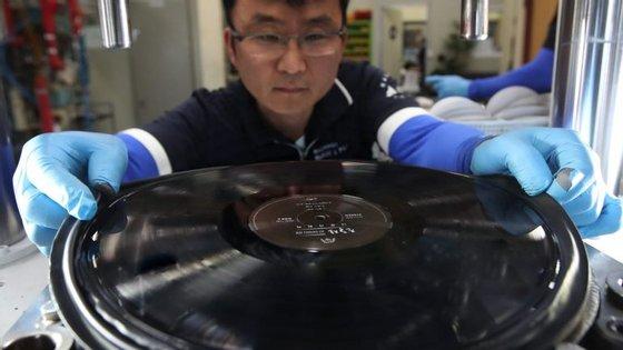 A Sony espera assim adaptar-se ao renascimento atual que vive o vinil, graças às vendas de álbuns em segunda mão