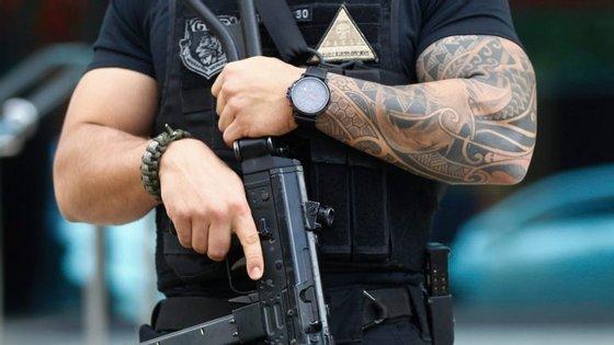 O resultado só foi possível graças às escutas realizadas aos polícias militares e aos traficantes considerados chave pela polícia civil para elaborar o inquérito e indiciar os suspeitos, tendo sido intercetadas mais de 250 mil ligações