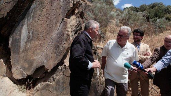 Oministroparticipou estaquinta-feiranumavisita guiada ao núcleo arqueológico da Penascosa, no Vale do Côa