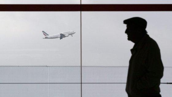 Cerca de duas mil pessoas foram retiradas do terminal 2F, como medida preventiva, até o intruso ser localizado
