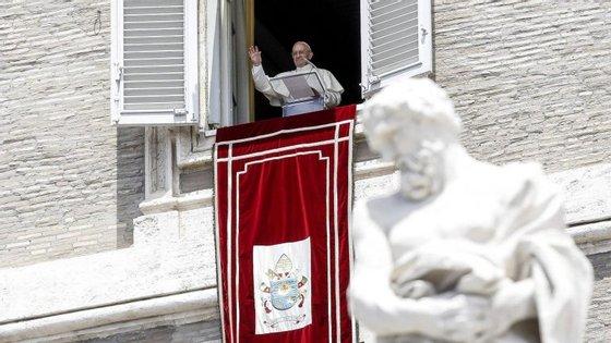 O papa falou este domingo os fiéis reunidos na Praça de São Pedro, que assistiram à habitual oração do Angelus