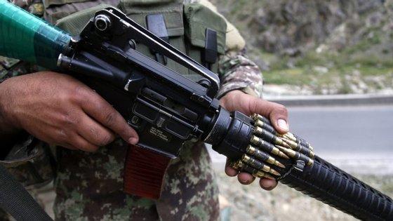 Os ataques contra as forças de segurança afegãs aumentaram desde que a ofensiva talibã começou em abril