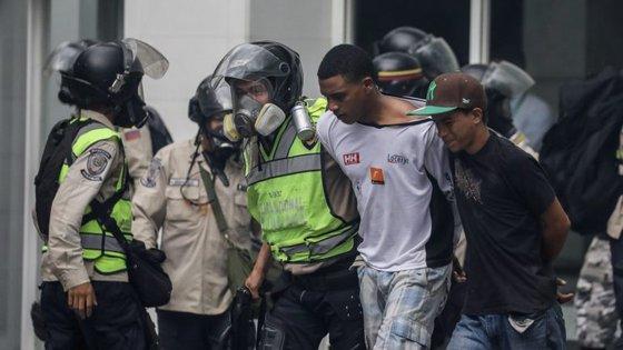 As manifestações a favor e contra o Presidente Nicolás Maduro intensificaram-se desde 1 de abril passado