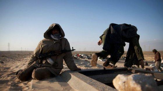 Desde a queda em 2011 de Muammar Kadhafi, o país encontra-se dividido devido às rivalidades entre as suas milícias e dezenas de tribos