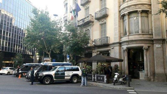 A maioria dos detidos (13) na cidade de Barcelona e noutras localidades da província espanhola são de nacionalidade italiana