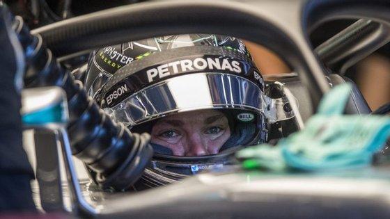 Nico Rosberg no cockpit do F1 Mercedes AMG