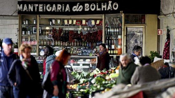 A autarquia salienta que está em curso a empreitada do Mercado Temporário do Bolhão