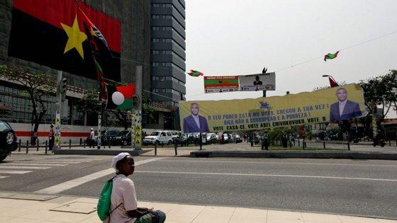 As receitas provenientes do endividamento público deverão atingir um peso de 43,6% do valor global inscrito no Orçamento, chegando a 3,224 biliões de kwanzas (17 mil milhões de euros)