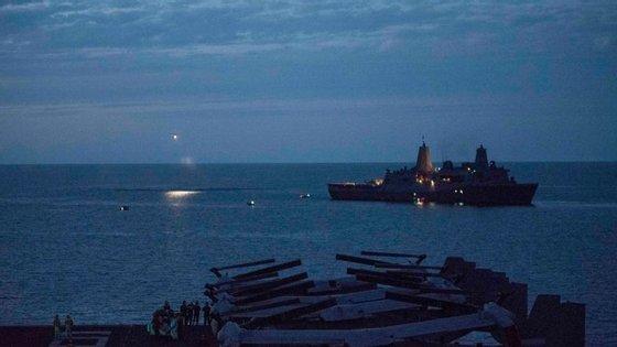 Os destroços foram encontrados pouco depois da chegada do navio à zona, indicou a ministra da Defesa australiana