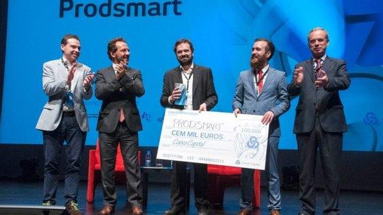 Gonçalo Fortes lançou a Prodsmart com Samuel Martins em 2014. Em 2016, venceu o Caixa Empreender Award